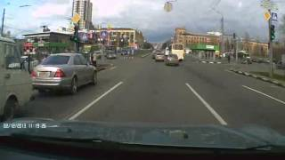 Нежданчик слева(Совершенно неожиданно слева появилось авто. Такое впечатление, что человек впервые сел за руль. Пришлось..., 2013-12-02T11:54:04.000Z)