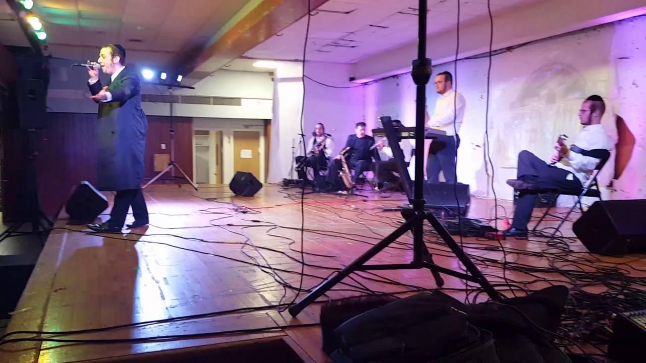 שרולי גרין במופע sruly green by a connrsert
