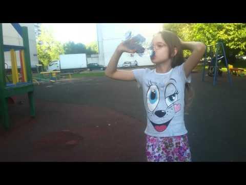 Девушка пьёт свою мочу фото 388-341