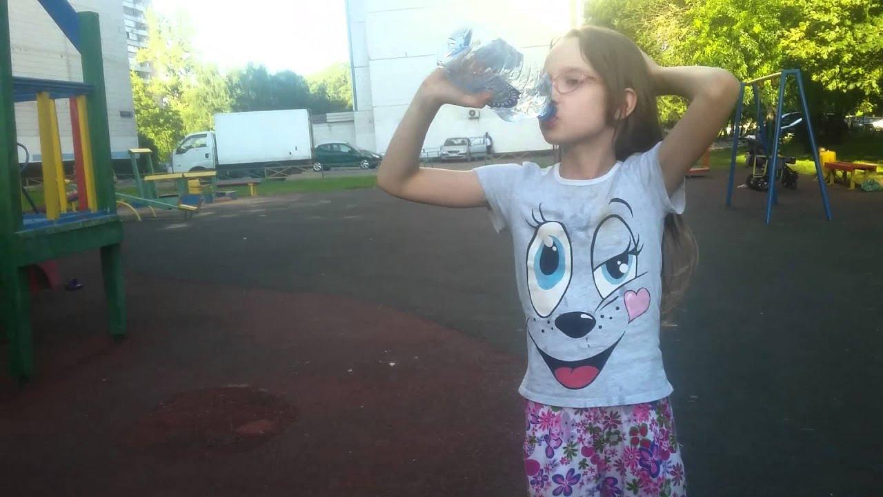 фотки девочки писают в стакан а потом пъют свою мочу