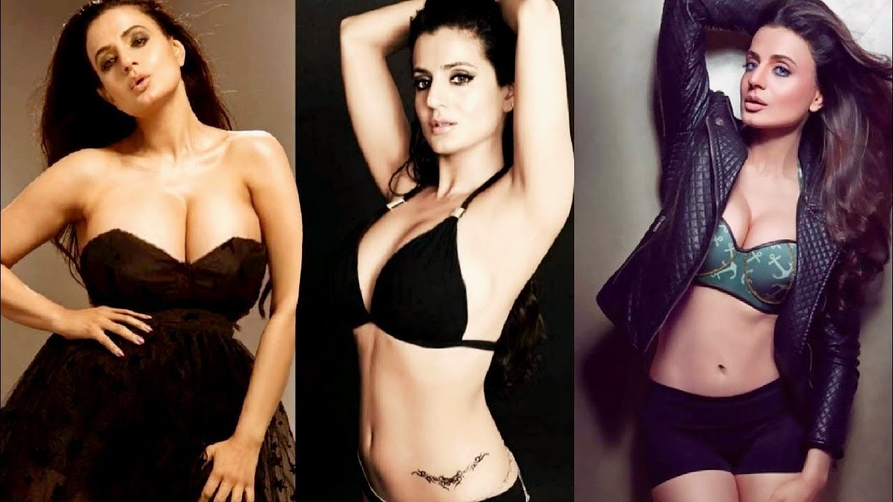 Amisha Patel Hot Boobs Pics ameesha patel hot sexy big boobs images ii indian actress