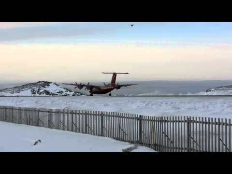 Nuuk Airport, Dash and sirkosky landing
