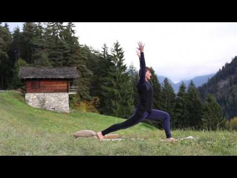 Dynamic power yoga for strength in legs, core and back 45 minutes