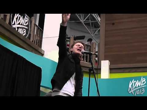 Conor Maynard Covers 'Starships' (Nicki Minaj) at Mall of America