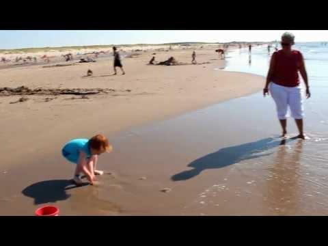 colin met opa en oma op het strand