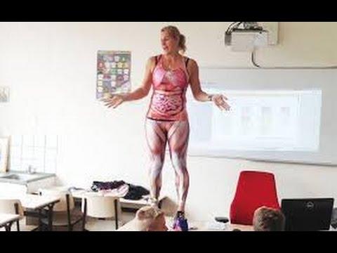 Голландская учительница разделась перед детьми на уроке анатомии