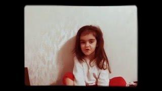 Оля рассказывает стих с детского сада.LeLya