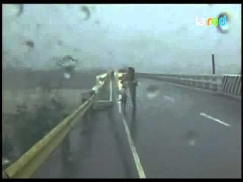 Sube a 55 el número de muertos por los tifones Nesat y Nalgae en Filipinas 480p