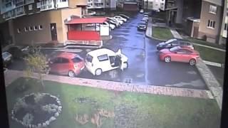 Худший водитель в Кемерово. Сразу три идиотских ДТП 5.10.2015 г(После этого герой ролика затолкал оторванный бампер в салон. Отъезжая с открытой дверью, он еще раз задел..., 2015-10-13T06:50:05.000Z)