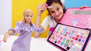 Делаем макияж с Барби. Видео для девочек. Распаковка игрушек.
