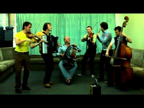"Veseli Vujky - ""KOLOMYJKA ON DVODENCIVKA"" ukrainian music"