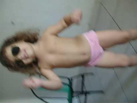 criança dançando