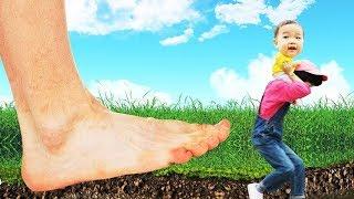 거대 발바닥이 따라와요 Giant feet Pretend play for kids