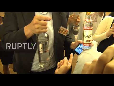 Switzerland: Lavrov hands out vodka to journalists after marathon Syria talks
