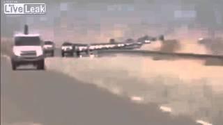 Вертолет Apache США сопровождает колонну террористов ИГ(Очевидцам удалось снять на видео американский вертолет Apache, который сопровождает колонну из 200 Toyota Hilux в..., 2015-11-12T11:33:06.000Z)
