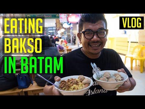 Eating Bakso in Nagoya Hill Mall Batam   Batam Travel Vlog