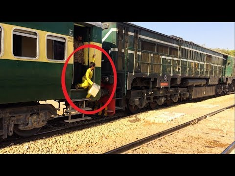 Allama Iqbal Express at Landhi | One Loco Helping Other | Pakistan Railways