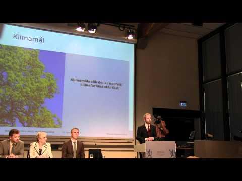 Miljøvernminister Bård Vegar Solhjell presenterer klimameldingen 25.04.2012 Arkiv