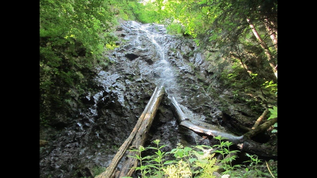 Як на Закарпатті водоспад Лихий у спеку заманює туристів прохолодою