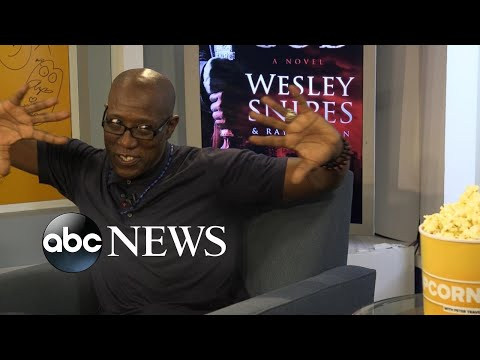 Wesley Snipes sings 'Magic to Do' from 'Pippin'