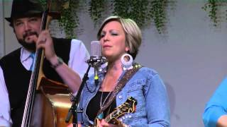 "The Isaacs - ""Four Men Walkin' Around"" LIVE at ""FCC"" (HD)"