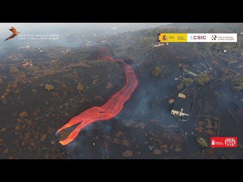 Flujo de lava saliendo a gran velocidad en la nueva boca. Dron (1/10/21) Erupción La Palma IGME-CSIC