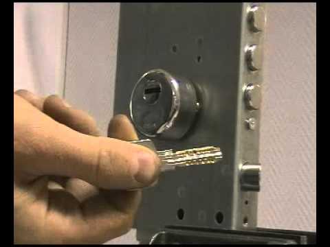 Взлом бампингом CISA Astral  Вскрытие бампингом профильного цилиндра CISA ASTRAL через защитную накладку CISA (артикул 1.064.70) (замок Mottura 85.571))