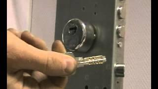 Вскрытие бампингом профильного цилиндра CISA ASTRAL(Вскрытие бампингом профильного цилиндра CISA ASTRAL через защитную накладку CISA (артикул 1.064.70) (замок Mottura 85.571), 2014-02-03T13:55:08.000Z)