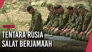 Tentara Rusia Salat Berjamaah