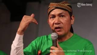 VIDEO Saut Situmorang Duet Bareng Didi Kempot Ngamen Antikorupsi di Stasiun Tawang