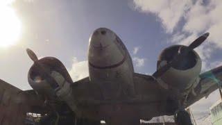 Un antiguo avión estadounidense adorna un negocio en Montevideo y es símbolo de generaciones