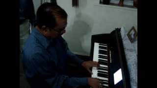 "Enoch Daniel playing on Piano ""Tu kahe agar jeevan bhar"""
