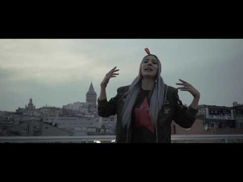 Pi ft. Emrah Karakuyu - Komik Olma (Official Video)