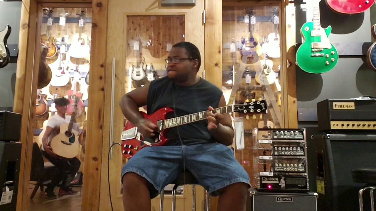 Playing a Gibson SG Standard 61' Maestro Vibrola at Guitar Center in Las  Vegas, NV (Part 1)