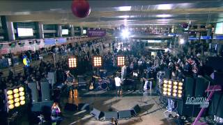 Okean Elzy at Sheremetyevo  Concert on suitcases