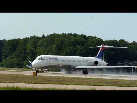 Delta MD-88 Skidding on Takeoff