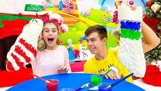 Nastya y Artem hacen calcetines de dulces