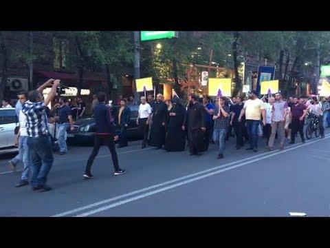 Акция с требованием отказа от сана Католикоса всех армян Гарегина II