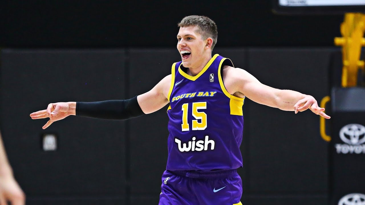 30a7c616b06b Michigan product Moritz Wagner scores 21 points and dishes 7 assists ...