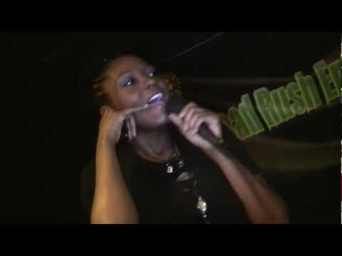 Open Mic Apollo: Ebony sings You Don't Know My Name by Alicia Keys