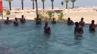 لاعبو منتخب غانا يستعدون لأمم أفريقيا بتدريبات سباحة في دبي