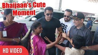 Salman Bhai Ek Selfie Please... | EXCLUSIVE : Salman Khan Spotted At Mumbai Airport | Race 3