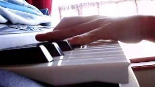 間違え多数;; キーボードなので音が伸ばせなくて、手が届く範囲で弾いています。 ※ピアノは習っていません。