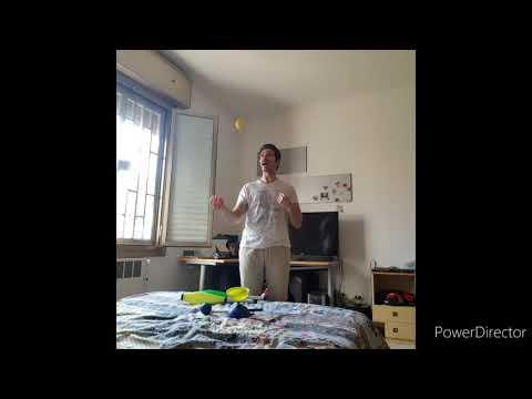 Lezione di giocoleria 1 - impariamo le 3 palline from YouTube · Duration:  12 minutes 47 seconds