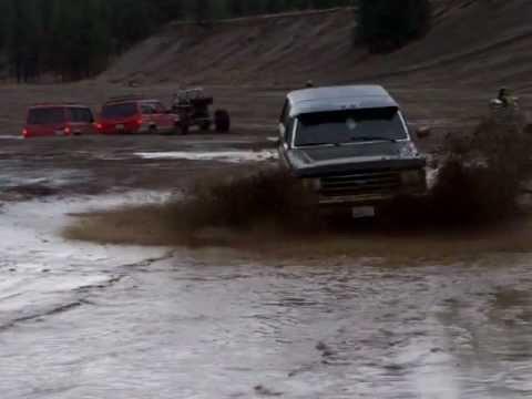 1989 Ford Bronco Mud Bogging in Riverside State Park ...