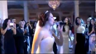 Красивое исполнение невесты на Казахской свадьбе!