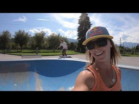 STMA girls Skate the mini bowl in Innsbruck.