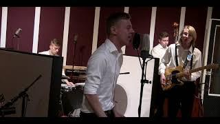 Gambar cover Komiat - Sininen huvimaja (VK-Studio LIVE)