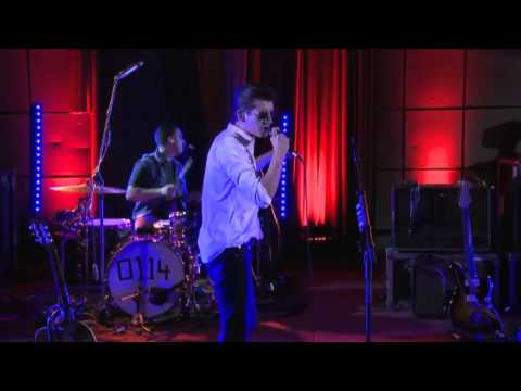 Arctic Monkeys - Hold On, We're Going Home (BBC Radio 1 Live Lounge)