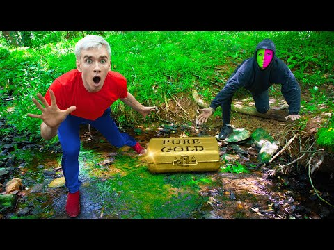 BATTLE ROYALE with MYSTERY NEIGHBOR SPY to RECOVER GOLD TREASURE BOX!!